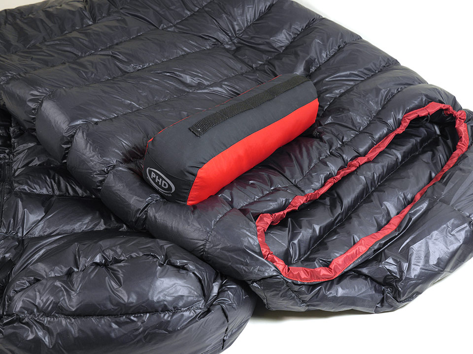 Optional race stuff sac with sleeping bag.